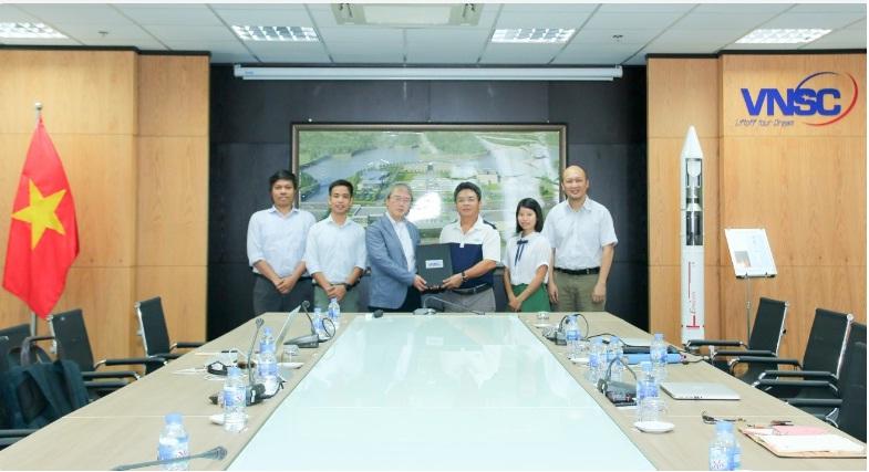 Trung tâm Vũ trụ Việt Nam ký hợp tác với Đại học Hokaido về chia sẻ dữ liệu vệ tinh MicroDragon