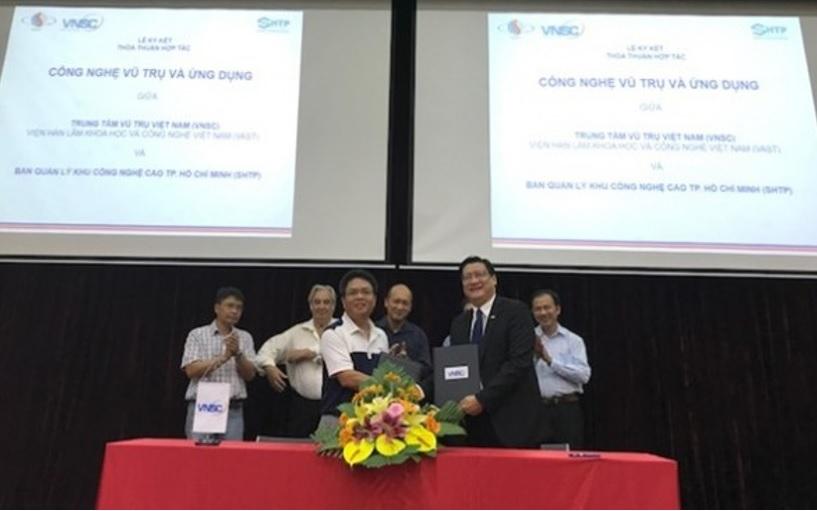 Trung tâm Vũ trụ Việt Nam ký hợp tác với Ban Quản lý Khu Công nghệ Cao Thành phố Hồ Chí Minh